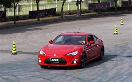 Den-luot-Toyota-Viet-Nam-phai-trieu-hoi-xe 1